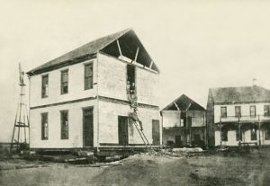 Moving the Edwards Hotel from Old Ulysses to New Ulysses, 1909.